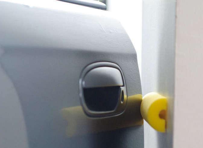 Protège porte pour la voiture dans un garage