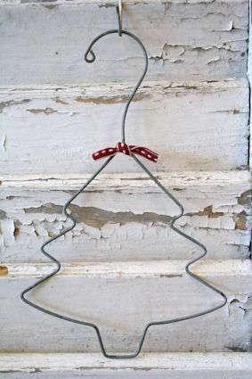 idée déco, arbre de Noël avec un cintre