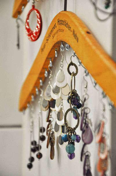 Organisation pour bijoux avec un cintre
