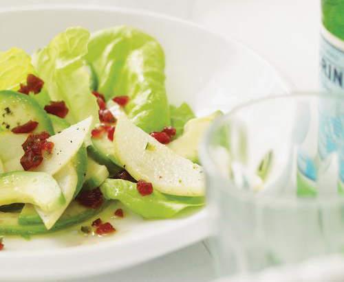 salade d'été avec pomme verte et avocat