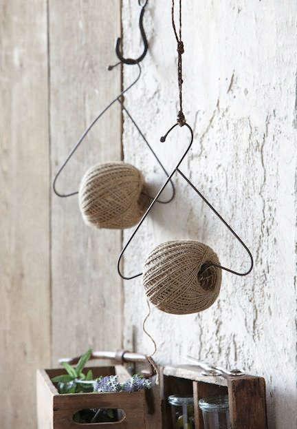 support pour bobine de fil avec un cintre
