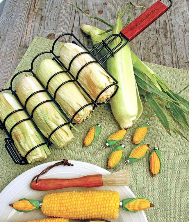 accessoire pour cuire du blé d'inde sur le barbecue