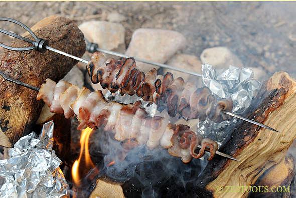 du bacon pour le petit déjeuner en camping