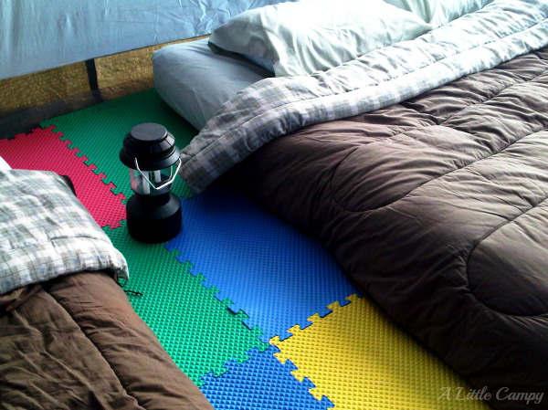 Plancher souple pour la tente de camping