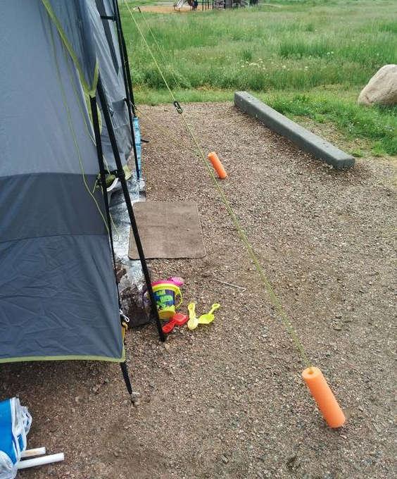 protéger les piquets d'une tente de camping