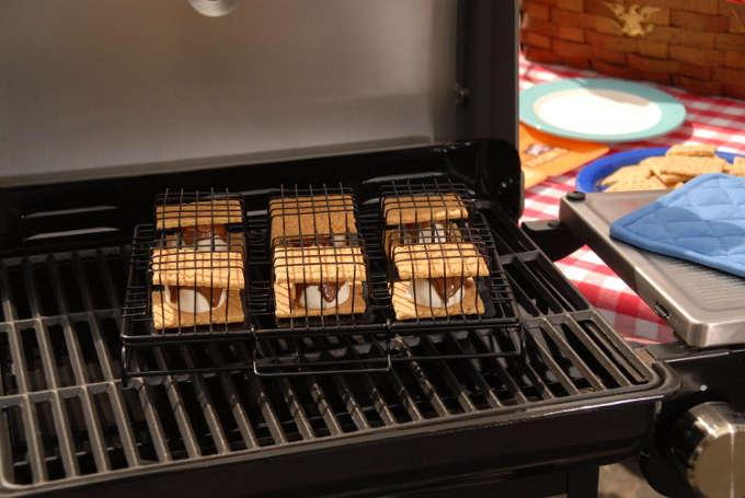 des s'mores sur le barbecue