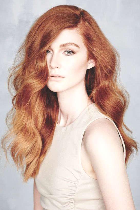 Cheveux roux et bouclés
