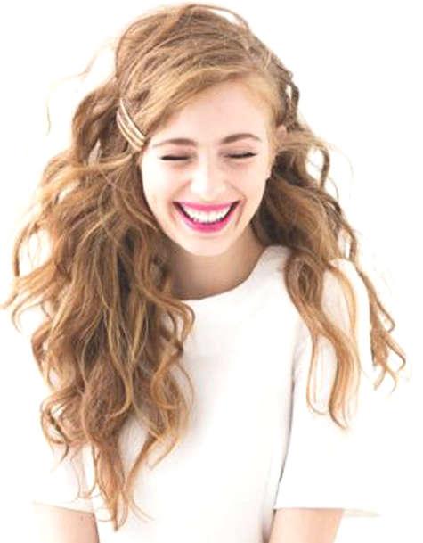 Coiffure décoiffée sur cheveux longs et roux