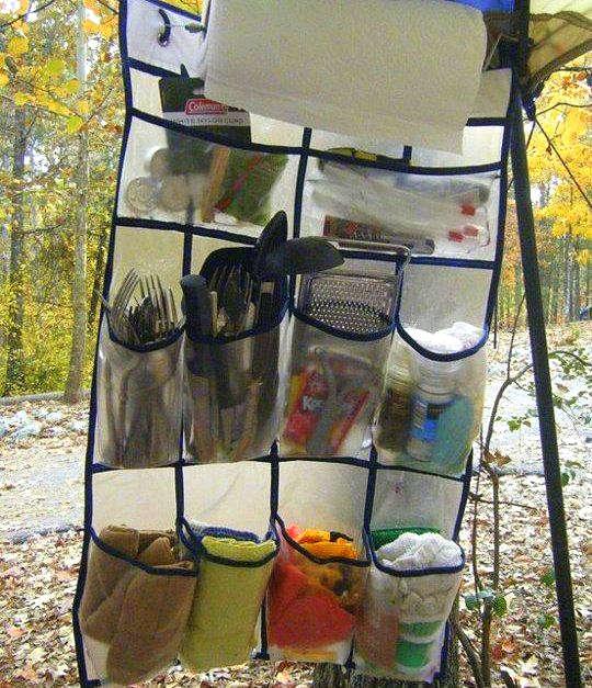 Hacks camping avec une étagère à chaussures suspendue