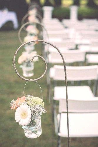 tige en fer forgé avec pot en verre pour décorer l'allée de mariage