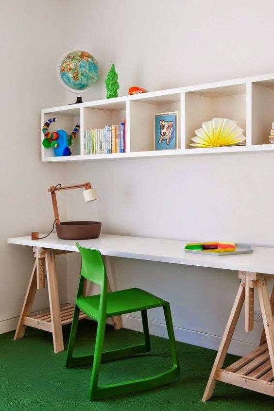 bureau pour les devoirs et les bricolages de votre enfant