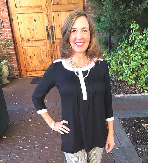 Femme de 50 ans à la mode et fashion