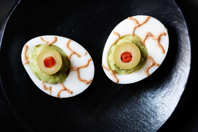 recette d'oeuf cru en forme d'oeil pour l'Halloween