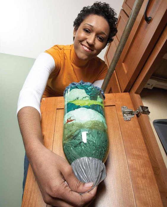 utiliser une bouteille de plastique pour ranger les sacs en plastiques