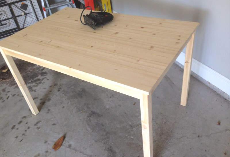 Table IKEA pour fabriquer une table à LEGO