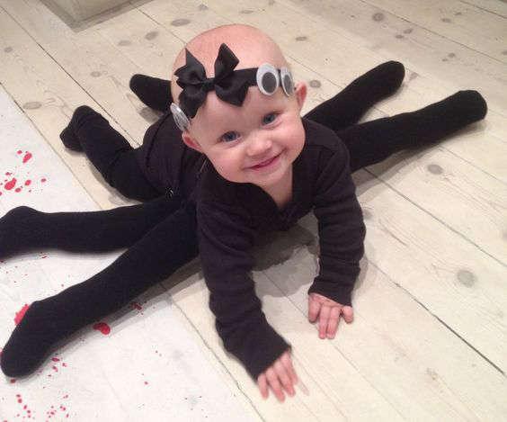 bébé déguisé en araignée pour l'Halloween
