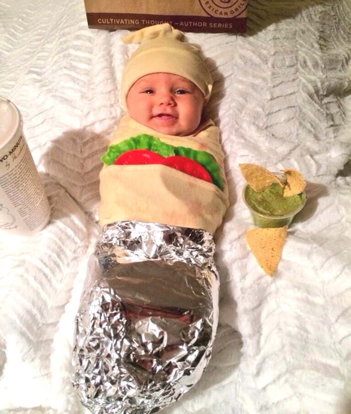 déguiser son bébé en burrito pour l'Halloween