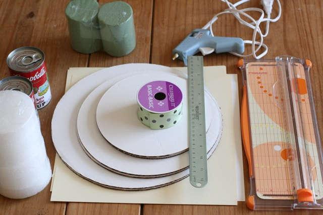 matériel pour fabriquer un présentoir à cupcake en carton