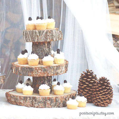 présentoir à cupcake fait avec des rondins de bois
