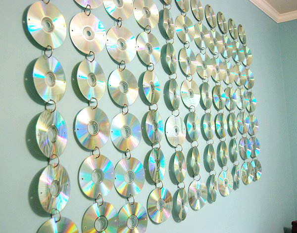 utiliser de vieux CD pour une décoration chambre ado