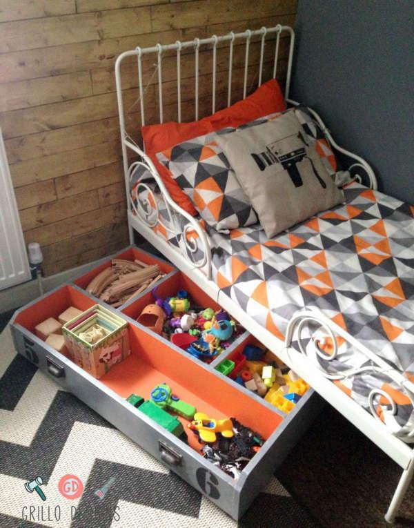 tiroir de rangement sous le lit pour les jouets