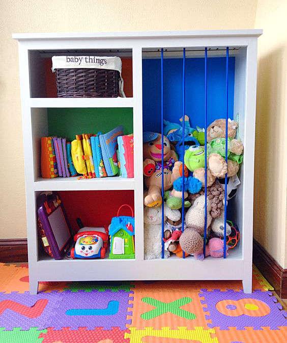 transformer une bibliothèque en rangement pour les jouets