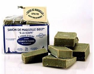 savon de Marseille pour enlever les taches sur une nappe