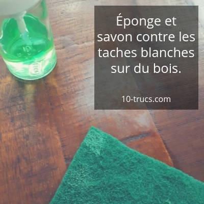 Frotter la tache blanche avec une éponge abrasive et savon liquide