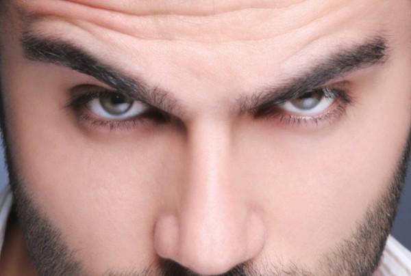 Avoir de beaux sourcils parfaits pour les hommes