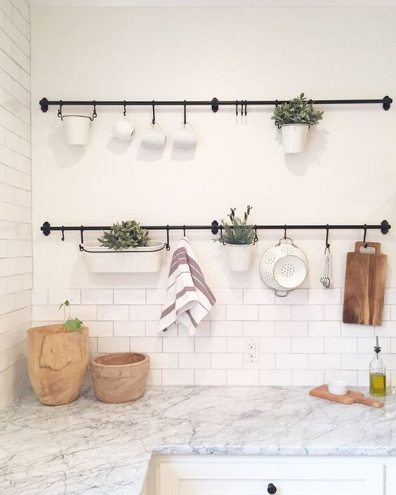 Support en métal décoratif pour les murs de la cuisine
