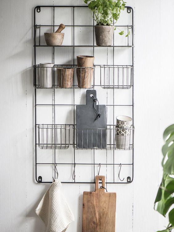 Rangement décoratif pour le mur de cuisine