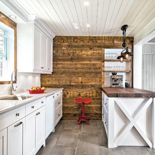 Fair eun mur de bois pour habiller un mur dans la cuisine